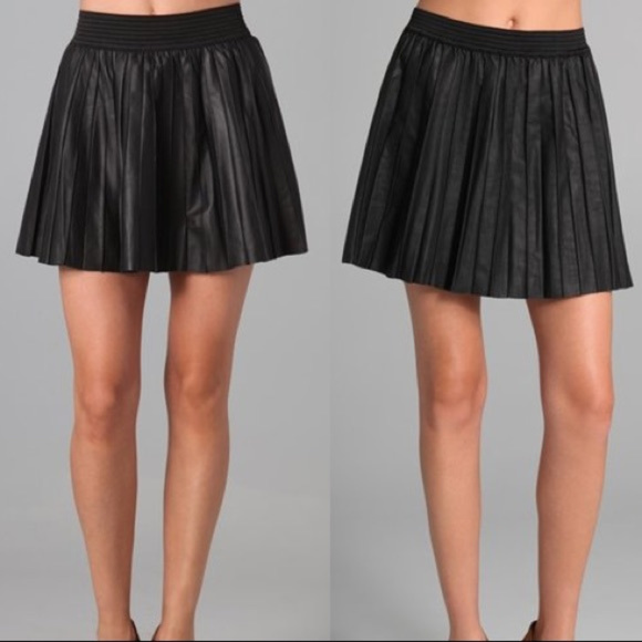 ed02126052 Parker black pleated leather skirt. M_5a99a1743afbbddb7dca32a5